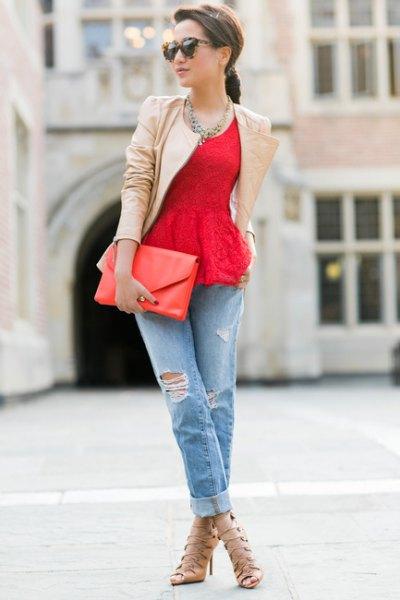 röd peplumtopp med spets i rosa läderjacka