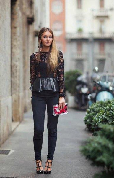 Långärmad peplumtopp i svart läder och spets med smala byxor