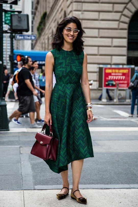 asymmetrisk smaragdgrön klänning