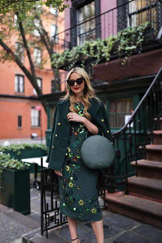 smaragdgrön klänningbroderi