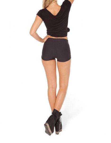 svart knuten t-shirt med mini designer shorts