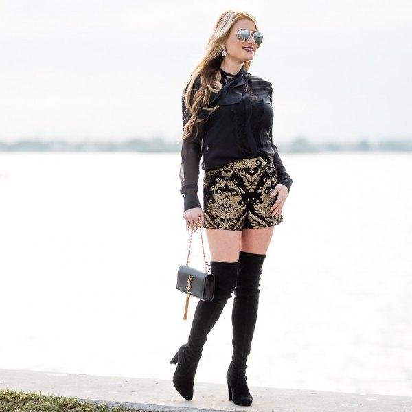 svart långärmad blus med tribal tryckta designer shorts
