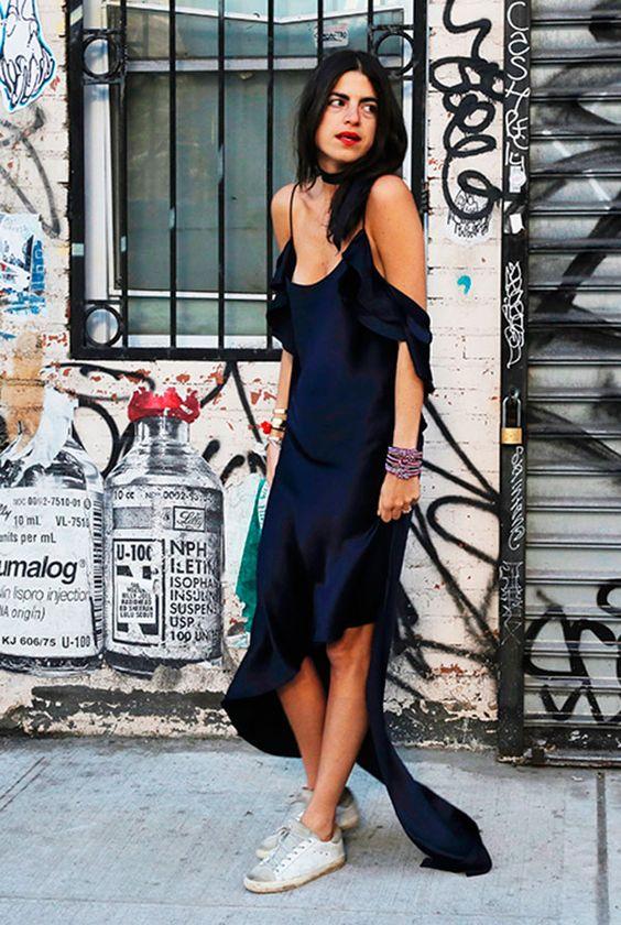 Marinblå klänning i spaghettiband