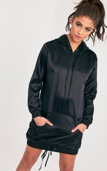 svart satin hoodie klänning vita sneakers