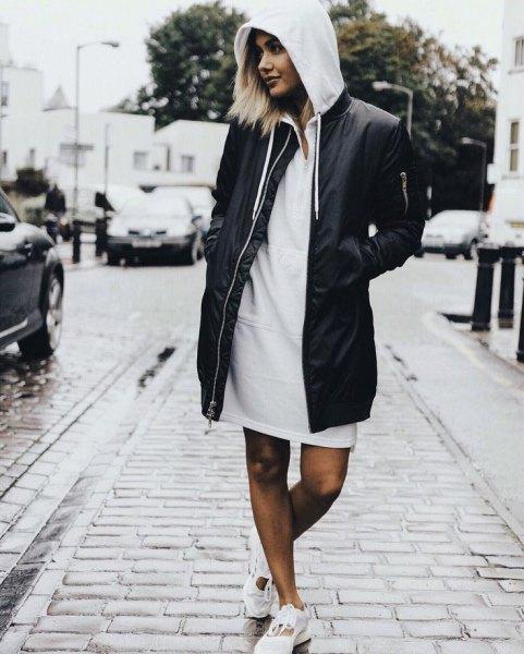 lång svart bomberjacka med luvklänning