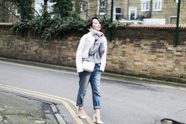 Turtleneck från en vit jeansjacka