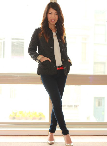 svart jacka mörkblå skinny jeans