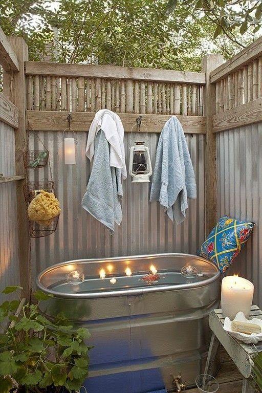 Här är en enkel och billig idé om utomhusbaddesign.  Bada .