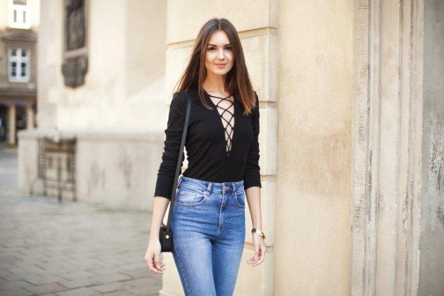 svart snörade, blåttvättade skinny jeans