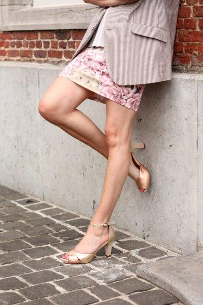 Guld Peep Toe Heels Grey Blazer Floral Mini Kjol