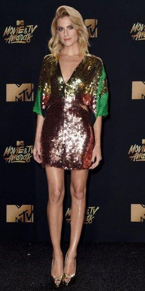 Bodycon mini-klänning med V-ringning i paljetter i guld