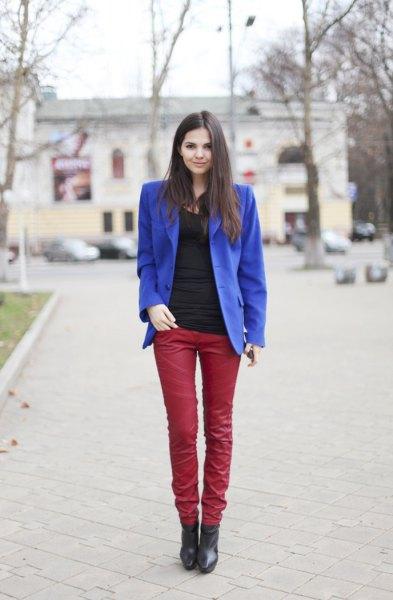 kungsblå kavaj med röda läderbyxor