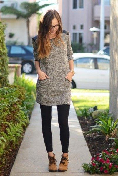 fläckig grå tunika topp med halva ärmar och svarta leggings