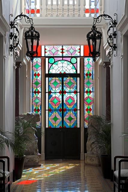 målat glas-dekor-idéer-för-inomhus-och-utomhus-hem-dekor-20.