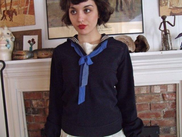 svart sjömanskjorta blå rosett
