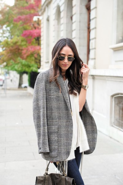 Oversize tweed blazer vit cardigan jeans outfit