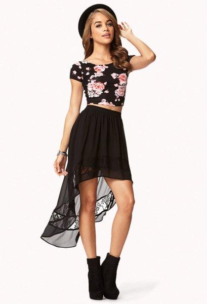 Chiffong hög t-shirt med låg kjol och blommigt tryck
