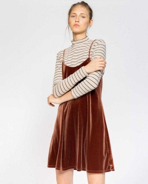 brun sammet slip klänning randig långärmad t-shirt