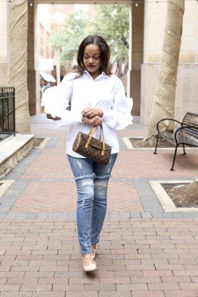 Skjorta med rynkade ärmar och knappar med ljusblå, rippade slim fit-jeans
