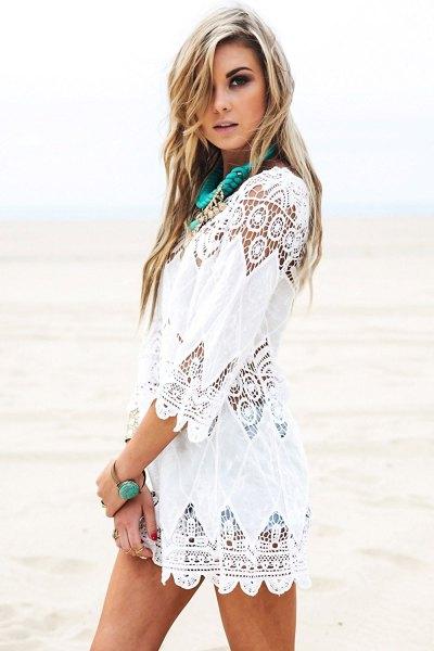 vit virkad spetsklänning i boho-stil