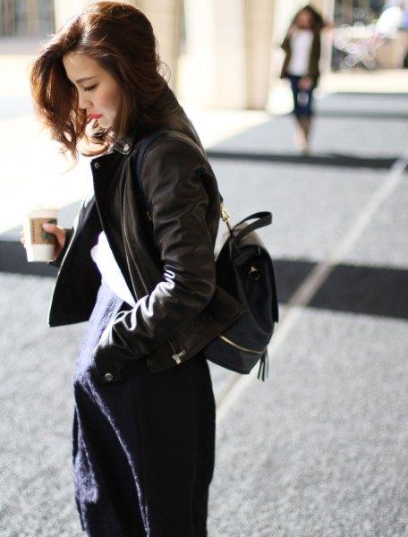 svart bomberjacka med mörkblå midiklänning med ryggsäckplånbok
