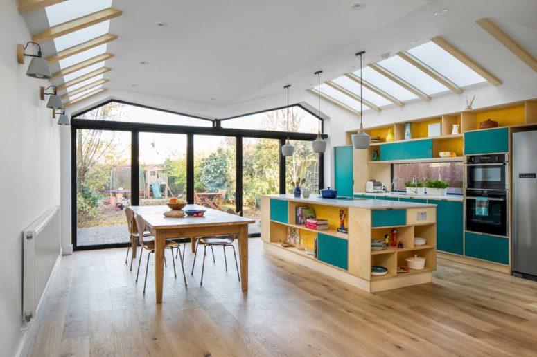 Färgglatt samtida hem med en förlängning - DigsDi