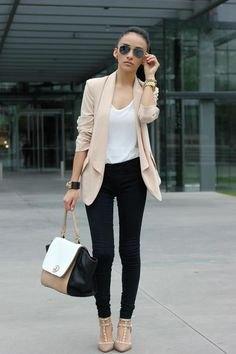 blekrosa chiffongblazer svarta skinny jeans