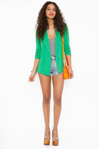 grön chiffong blazer grå vest topp jeansshorts