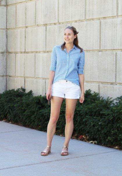 blå och vit randig långärmad skjorta med knappar och mini-bomullsshorts