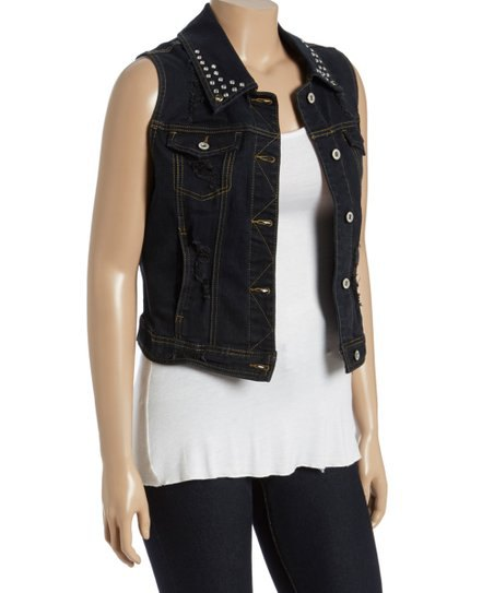 svart jeansjacka med prickig krage och vit tuniklinne