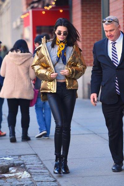 dunjacka i guld med damaskar i läder