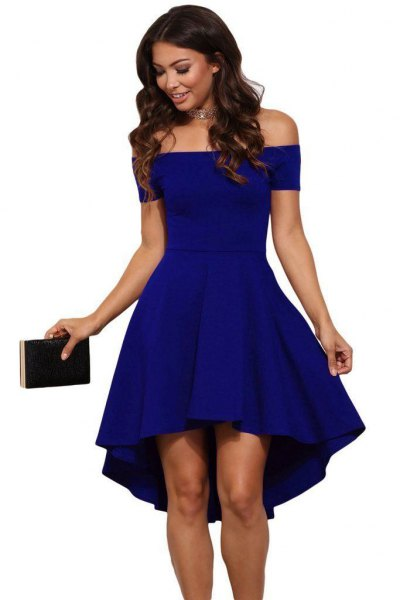 blå från axeln mini passform och flare cocktailklänning