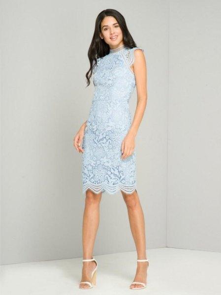 Superljusblå ärmlös midikocktailklänning med kantad fåll