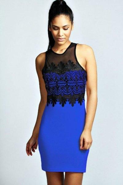 Kungsblå och svart ärmlös klänning med svarta klackar