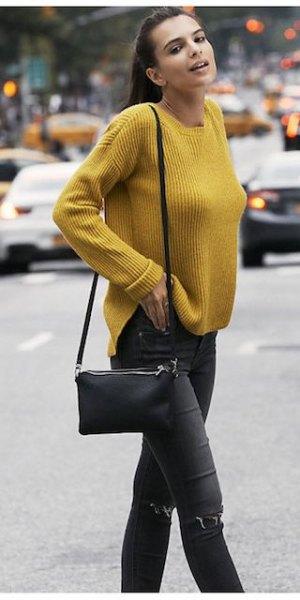 gul ribbad tröja med svarta skinny jeans