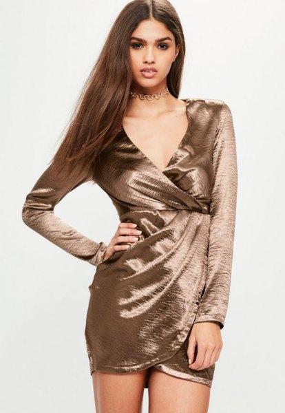 Rosa guld långärmad satin wrap klänning