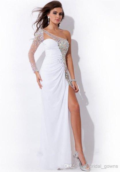 vit och silver paljetterad axelhög maxiklänning