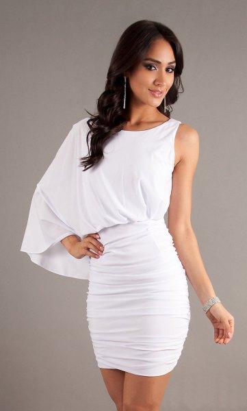 vit, samlad, figur-kramande miniklänning med ärmar