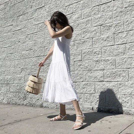 Chiffong maxi swing chiffongklänning med vita snörskor