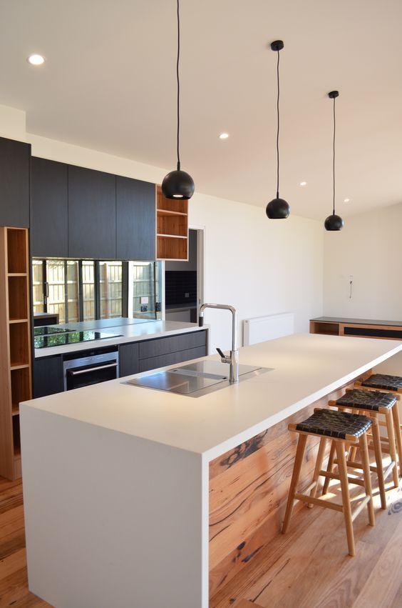 30 köksöar med sittplatser och matplatser    Modernt kök.