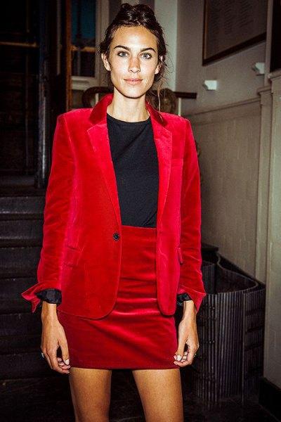 röd sammet blazer kjol outfit