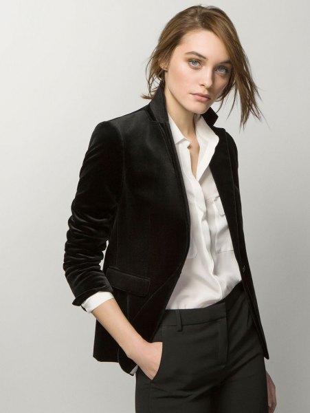 svart sammet blazer vit skjorta grå chinos