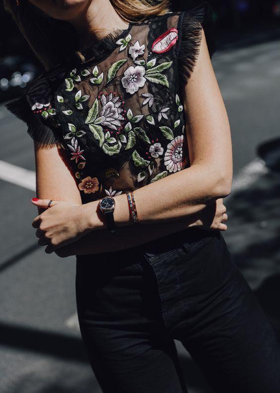 broderade jeans i svart mesh