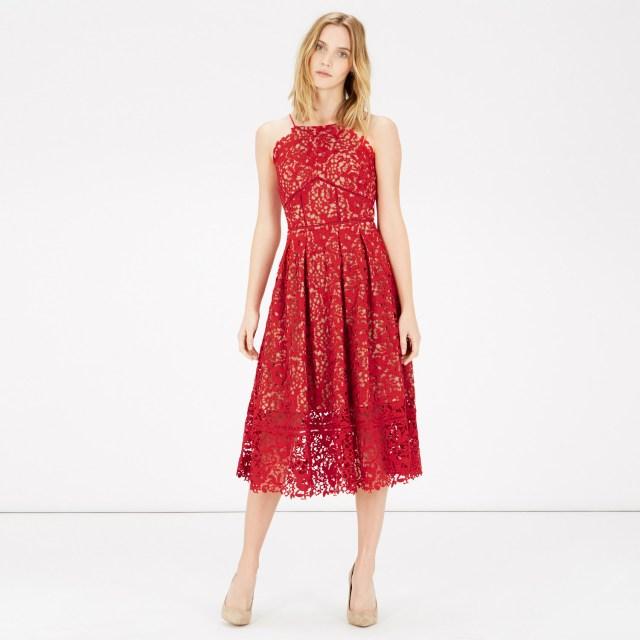 röd spetsgrimklänning midi