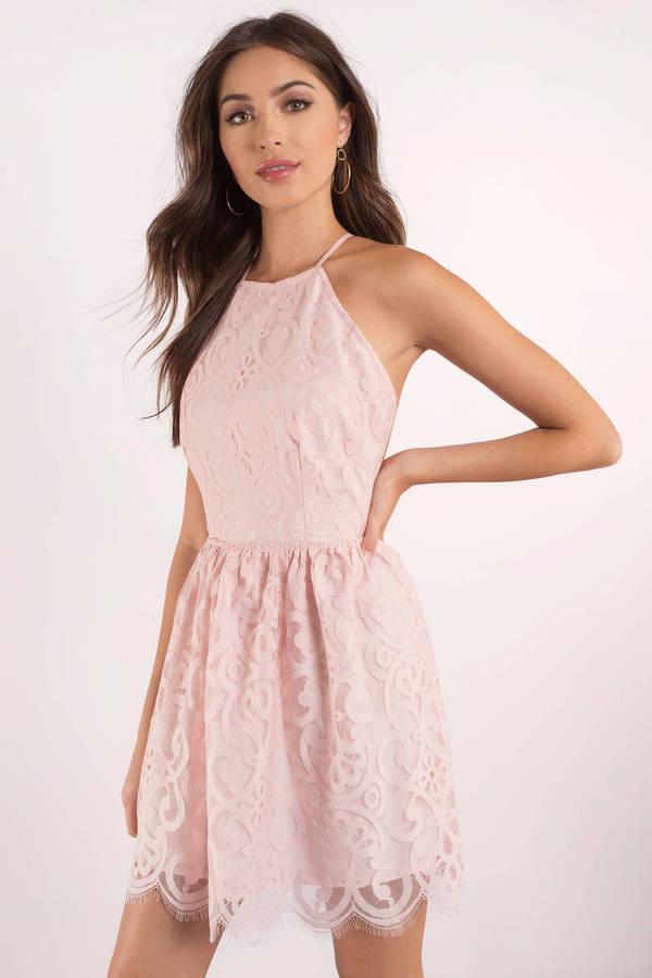 Babyrosa mini-klänning med halterneck i spets