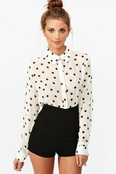 vit och svart prickad vintage skjorta