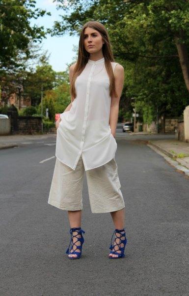 vit ärmlös skjortklänning över ljusrosa byxor med vida ben