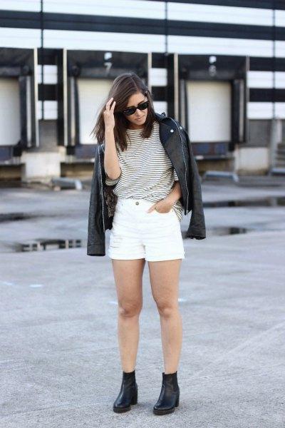 svartvit randig t-shirt med jeansshorts och läderjackor
