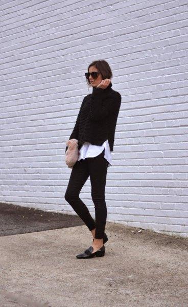 svart tröja med vit pojkvänskjorta och smala jeans