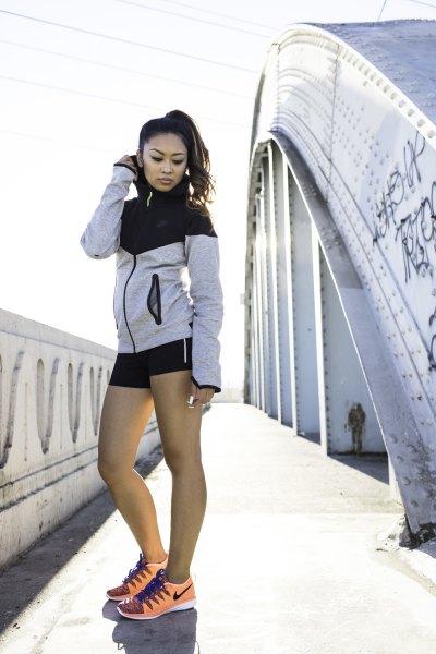 Svart och vit Nike windbreaker med mini-byxor